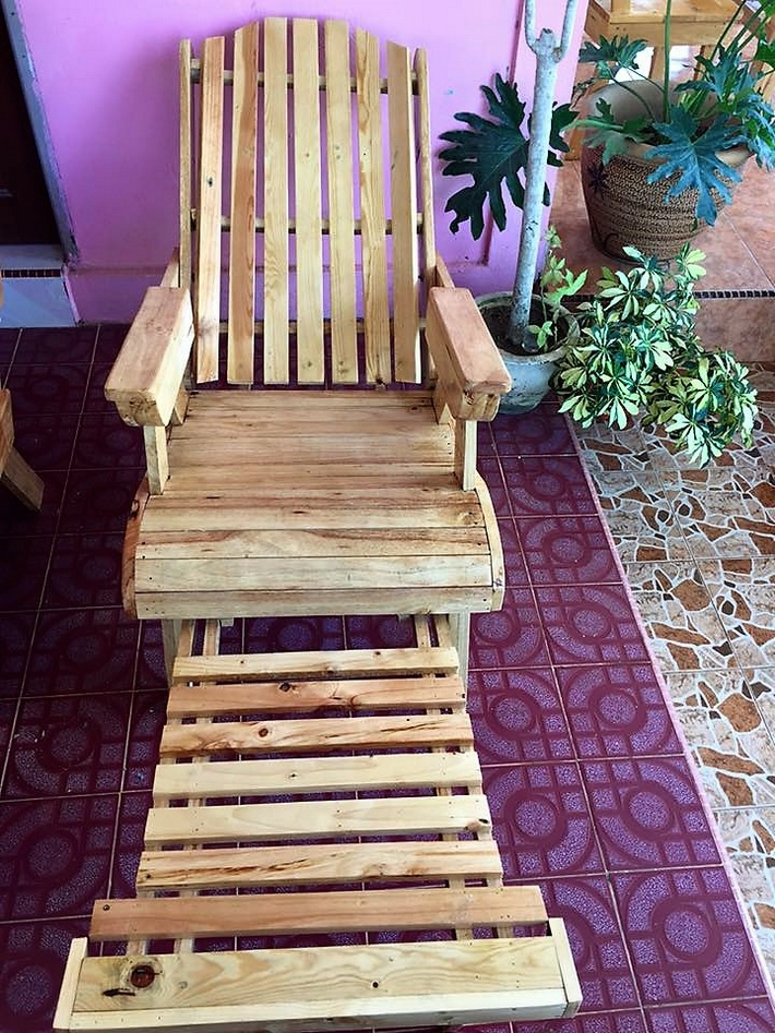 aziztukang - pallet chair idea