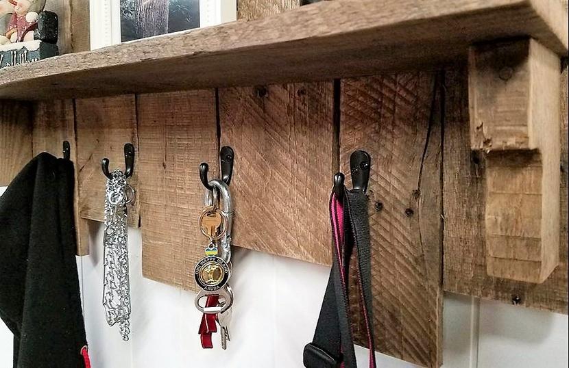 pallet coat hanger idea