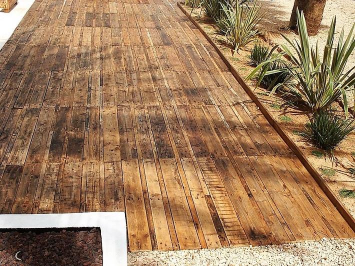pallet-garden-deck-floor