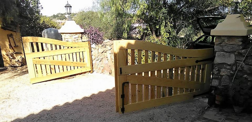 pallets-made-gate-idea