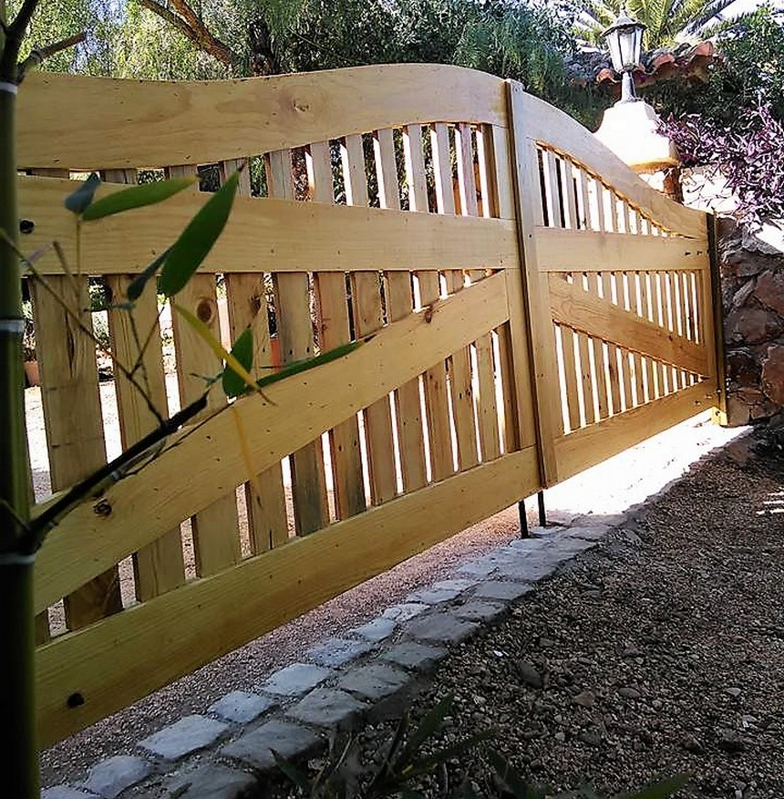 Recycled Wood Pallets Made Gate