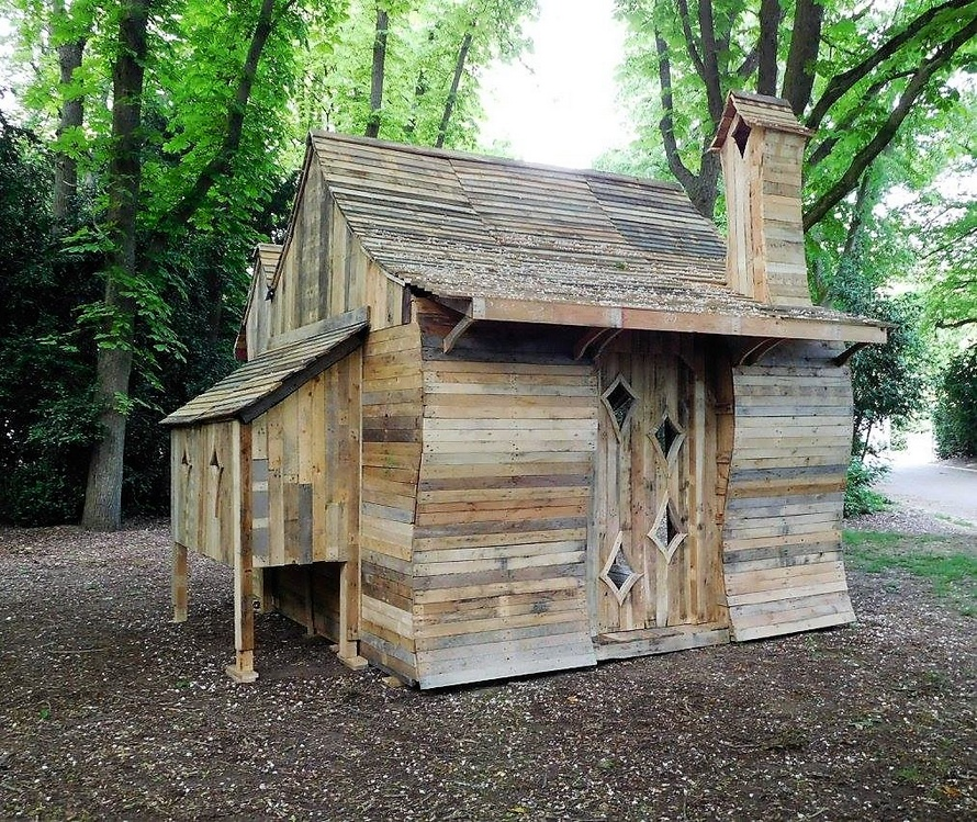 pallets-wooden-patio-cabin