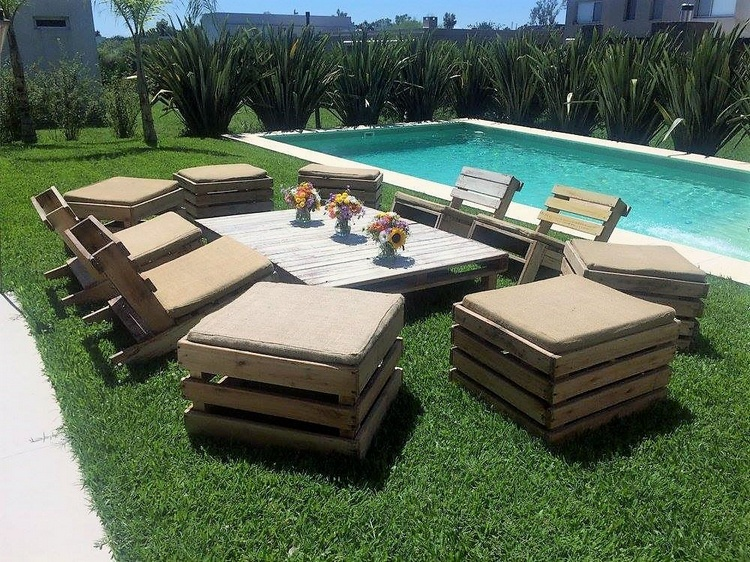 pool-side-pallet-furniture
