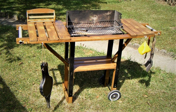 reclaimed wood pallet bbq table