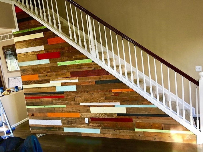 recycled-pallet-wall-art-undet-stairs