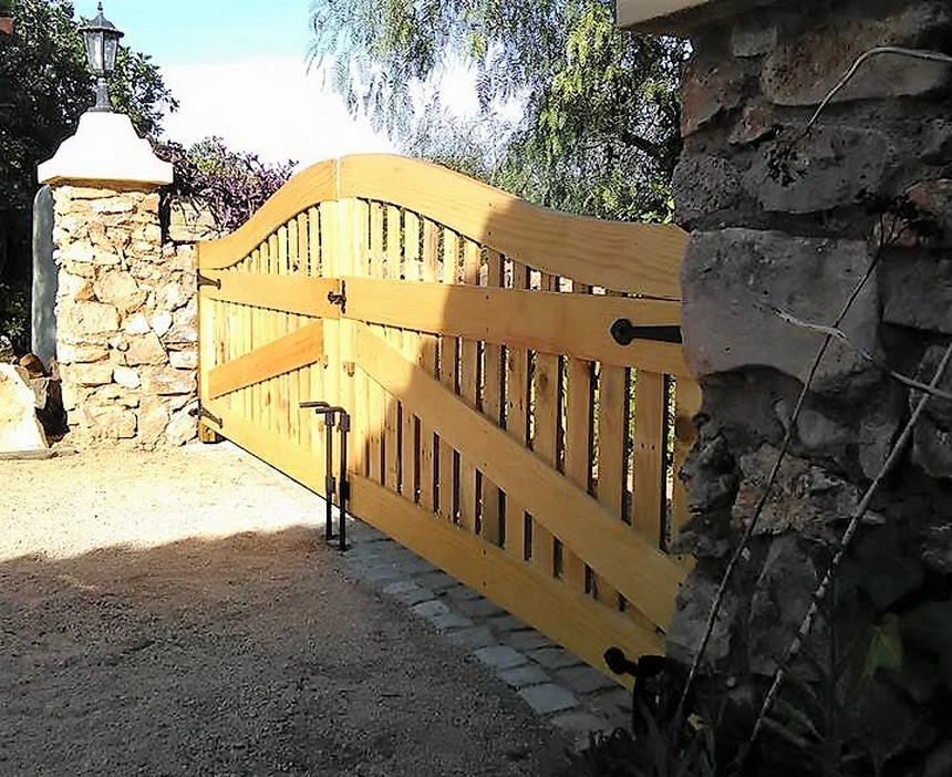 recycled-pallets-gate