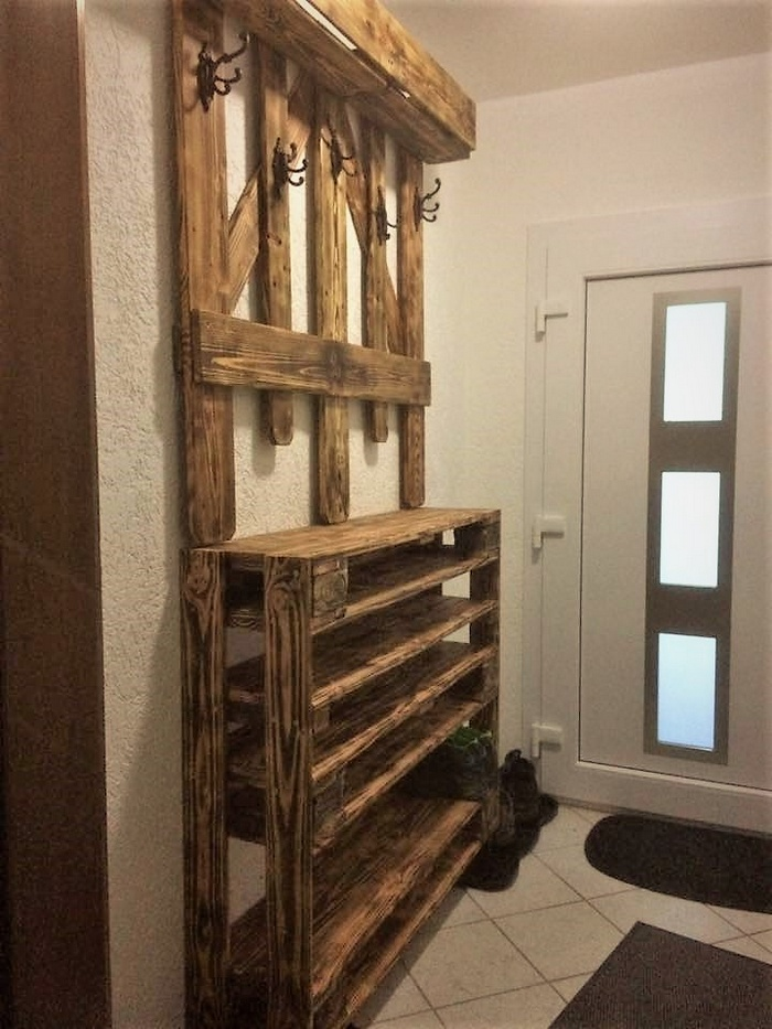 recycled pallets wardrobe idea