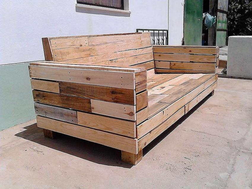 repurposed-pallet-couch
