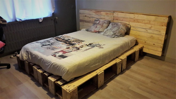 rustic look pallets bed