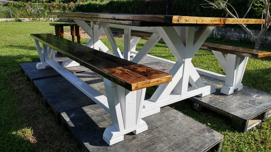 Reclaimed Pallets Farmhouse Style Dining Set