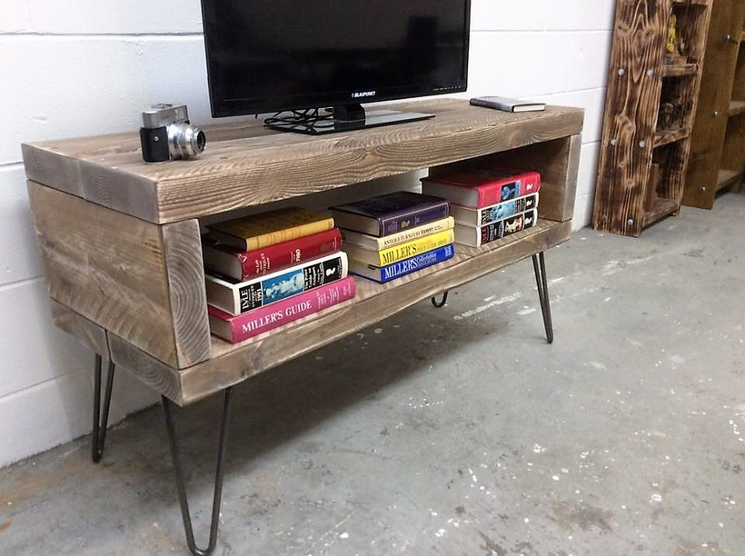 wooden pallet multimadia stand