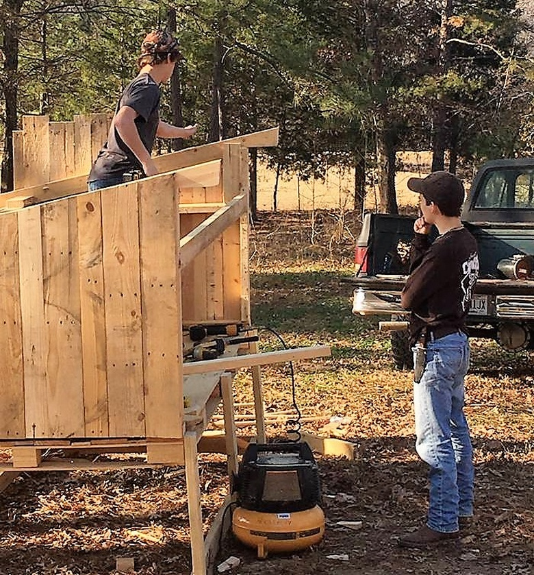 diy wood pallet chicken coop