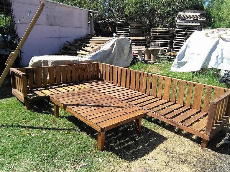 huge pallet garden couch