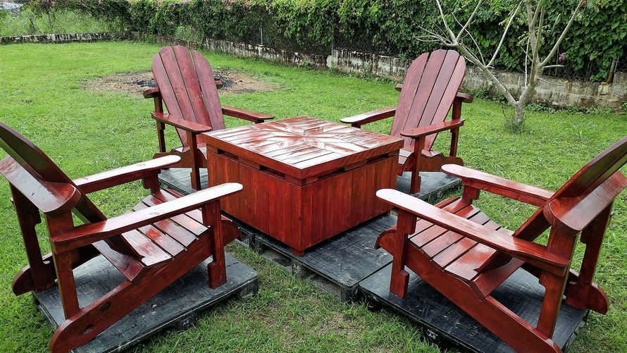 Pallets Adirondack Patio Set