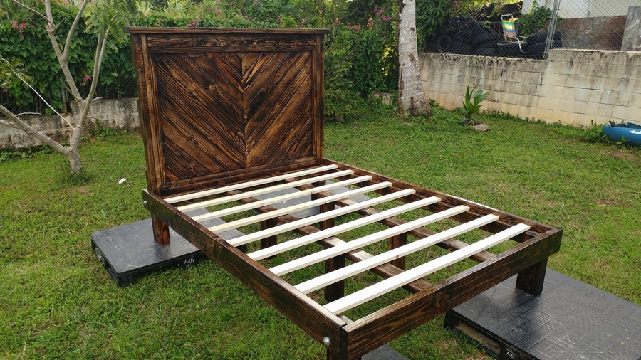 Wooden Pallets Made Chevron Queen Size Bed