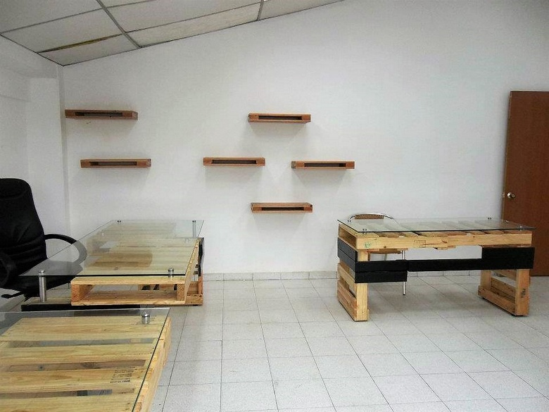 pallets made office furniture
