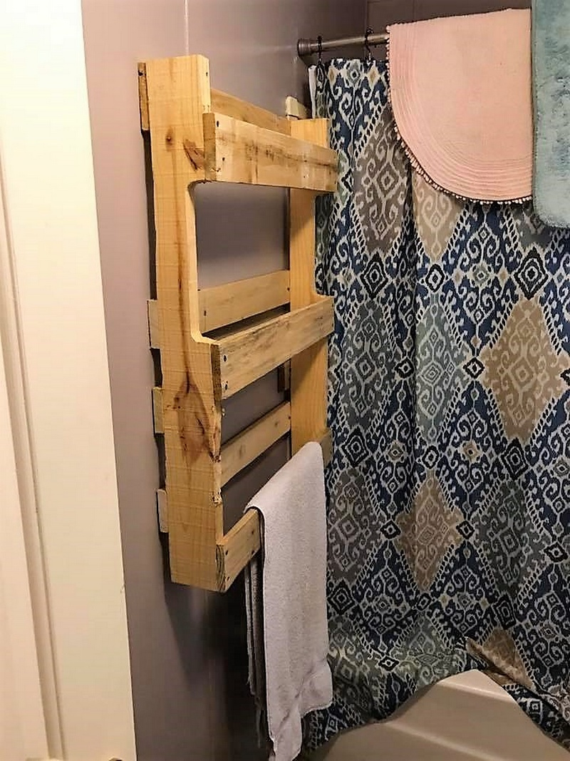 pallets towel rack
