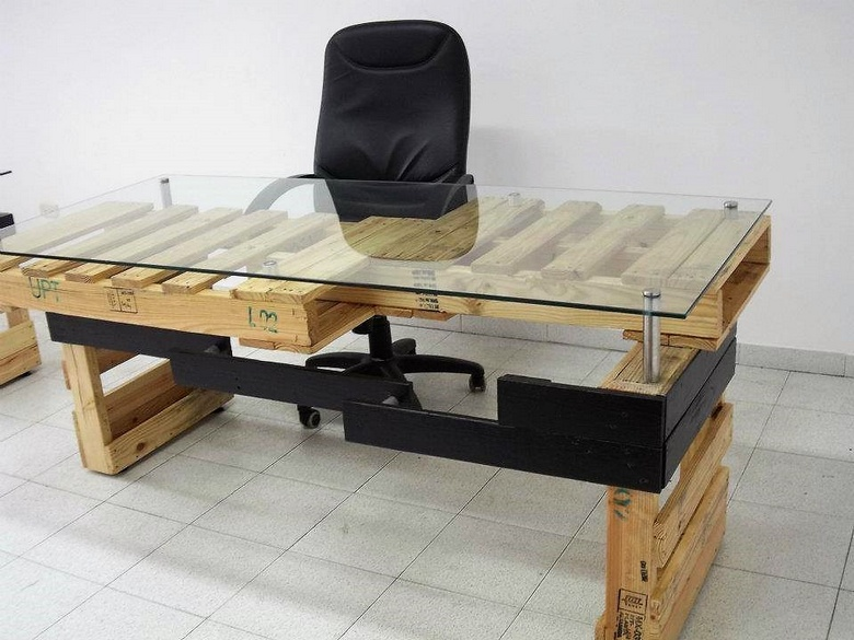 recycled pallets glass top table