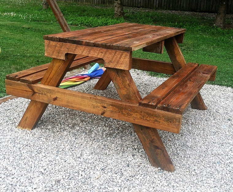 recycled pallets picnic table