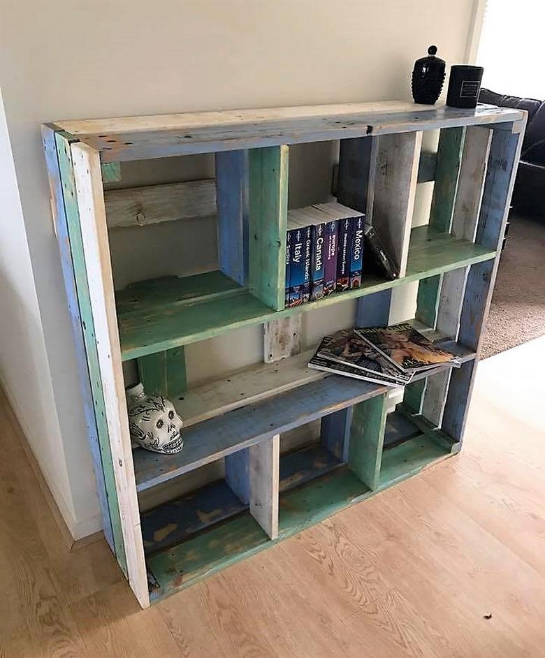 simple wood pallet book shelf
