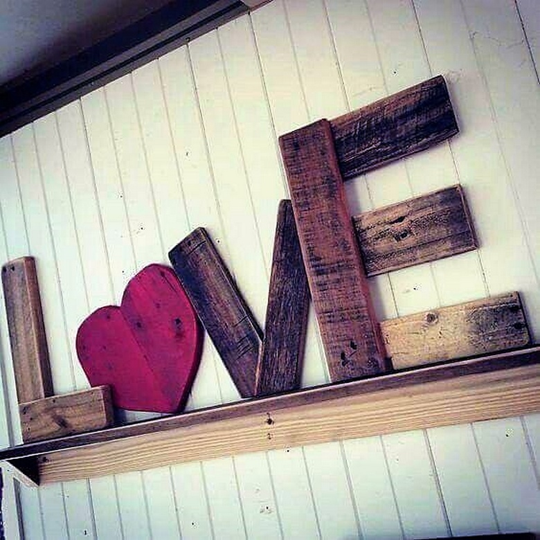 wood pallet love art