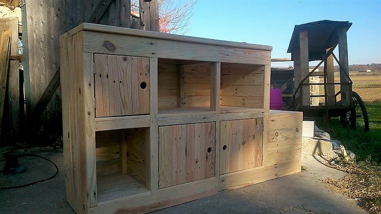 wooden pallet entryway furniture