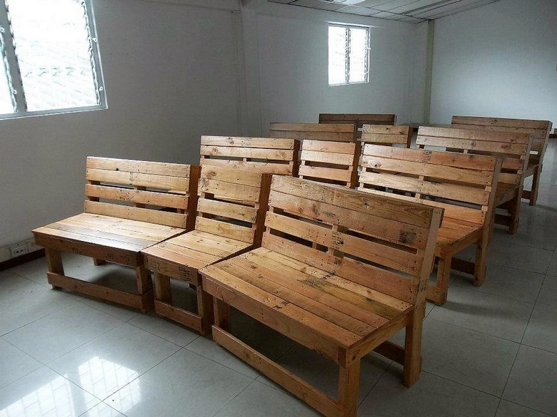 wooden pallet seating idea