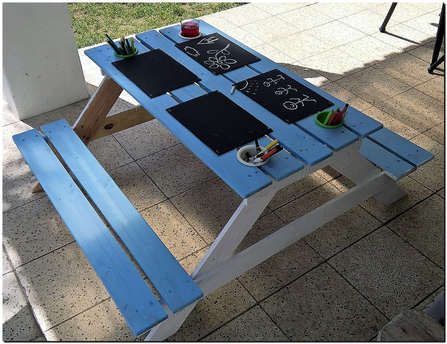Wooden Pallets Picnic Table