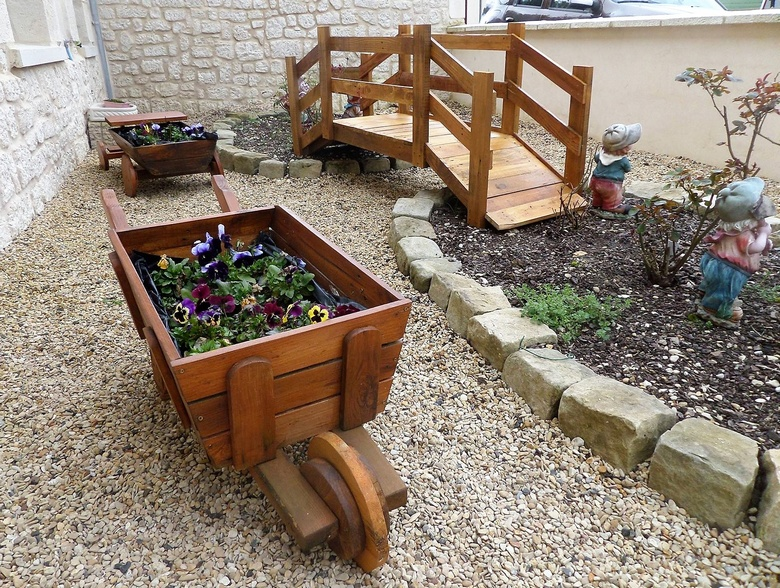 pallet creations for garden