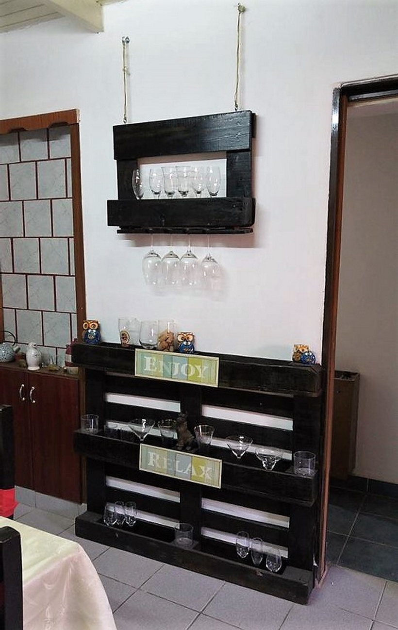 pallet indoor wall bar idea