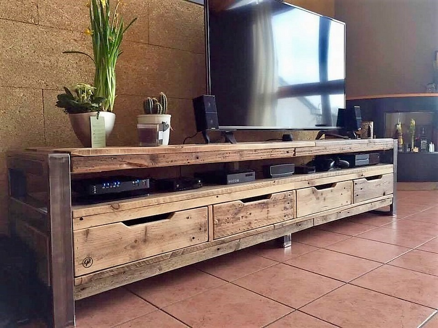 reclaimed pallets media console