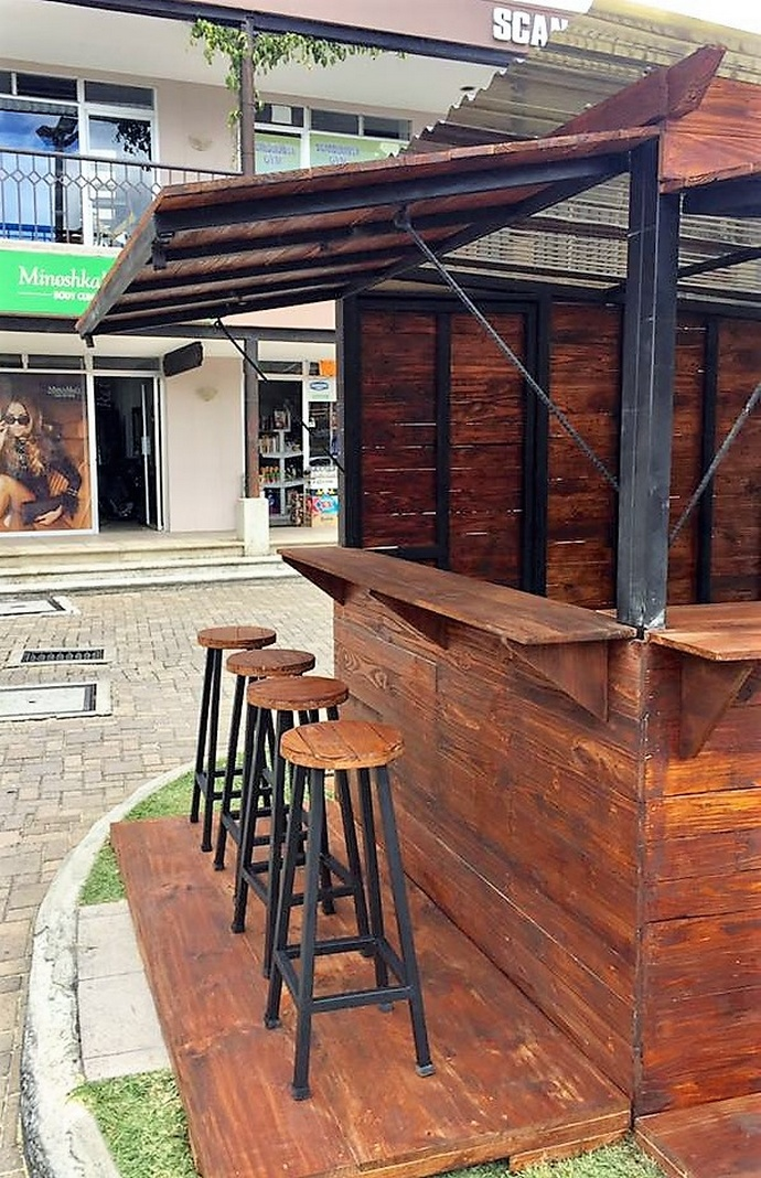 Reclaimed wood pallets patio bar plan pallet ideas for Wood outdoor bar ideas