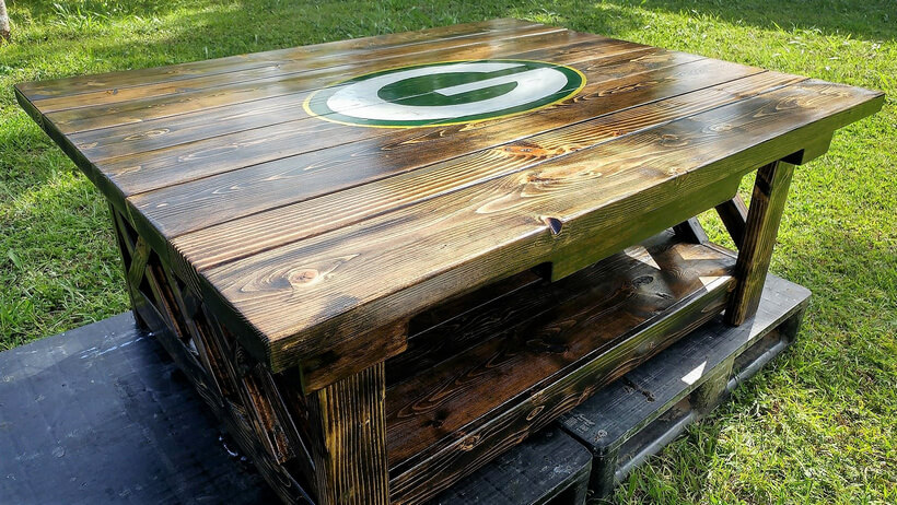 pallets made table plan