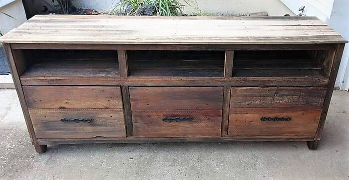 pallets media cabinet project