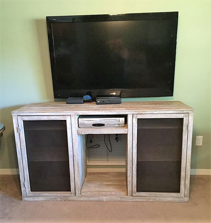 pallets tv stand