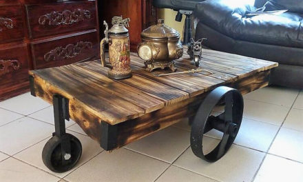 Reclaimed Pallets Rustic Table on Wheels
