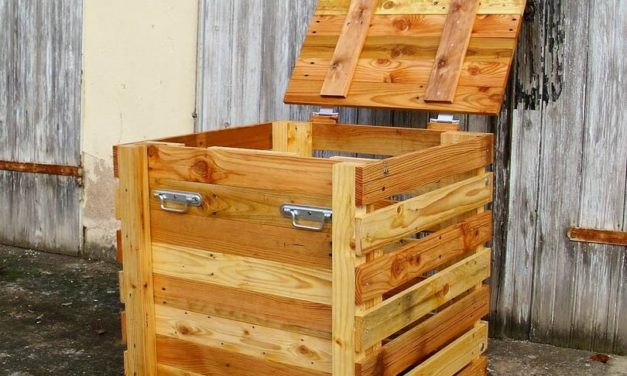 Recycled Wood Pallets Composter