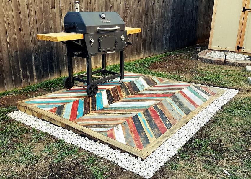 Repurposed Pallets Garden Deck