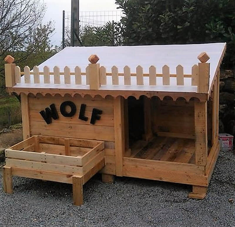 repurposed wood pallet dog house