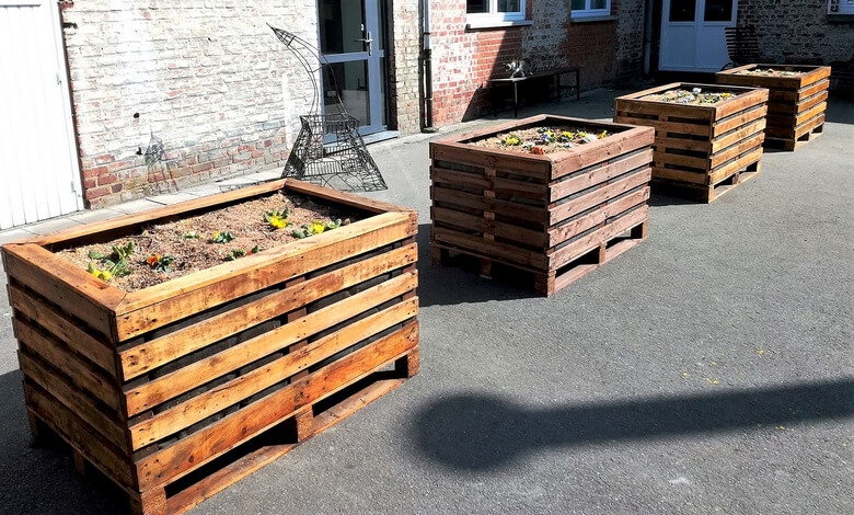 reused pallet wooden planters
