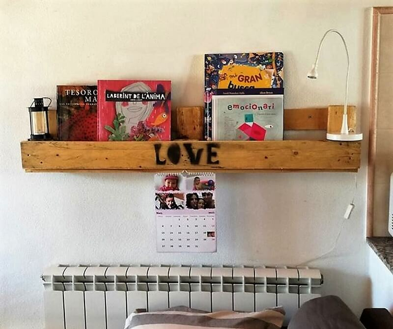 simple pallets made shelf 1