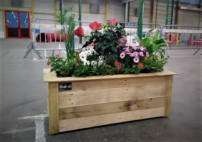 wood pallets made planter 1