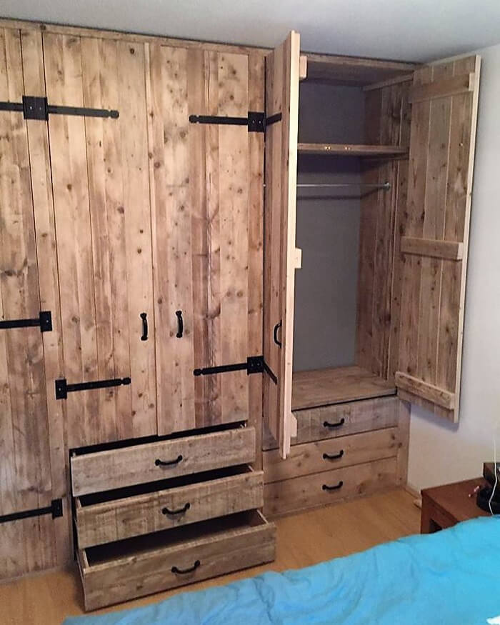 closet made with pallets