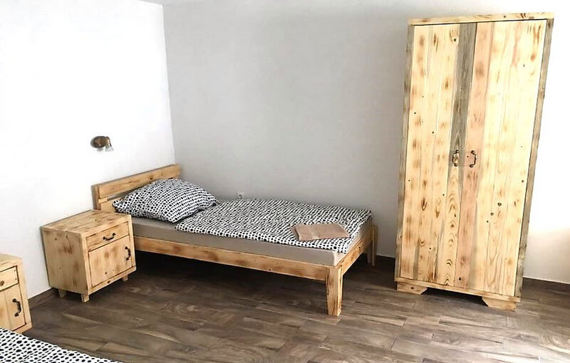 pallet bed and closet