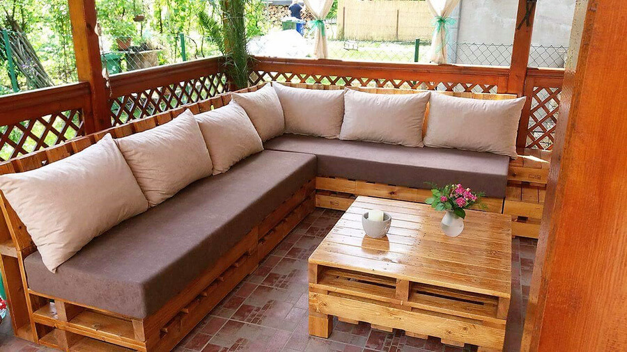 pallets made corner couch
