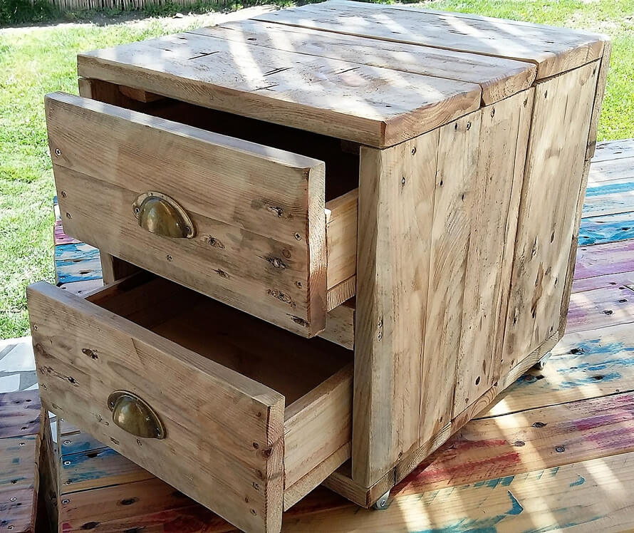 pallets side table idea