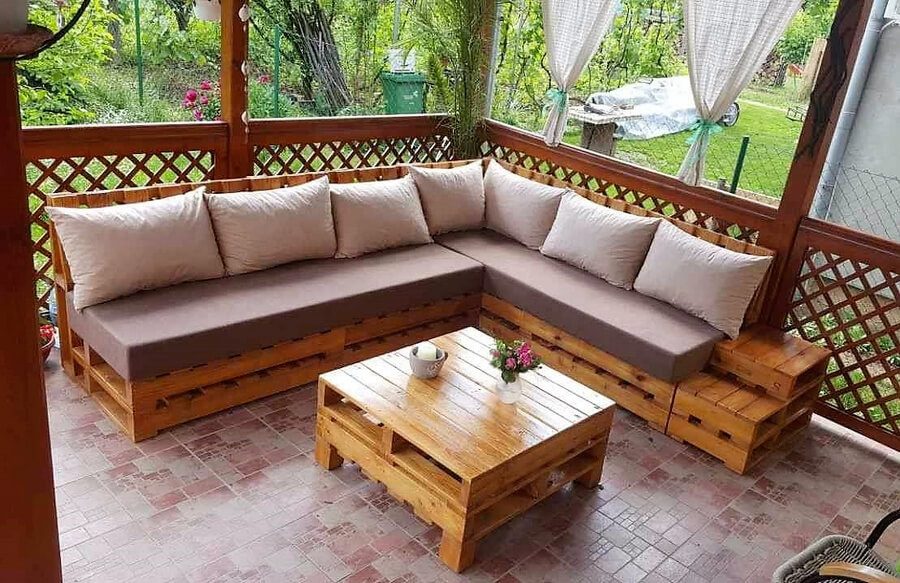 recycled wood pallet couch plan