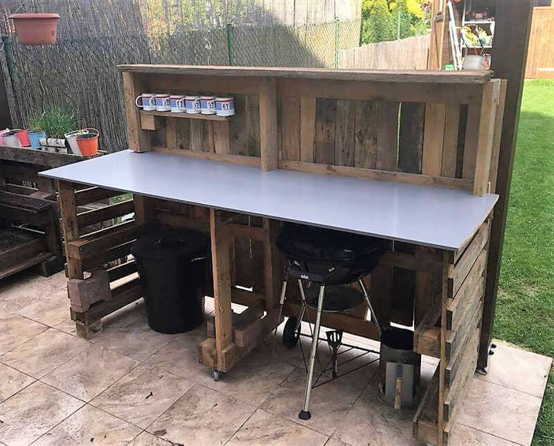 Backyard Pallet Garden Bar
