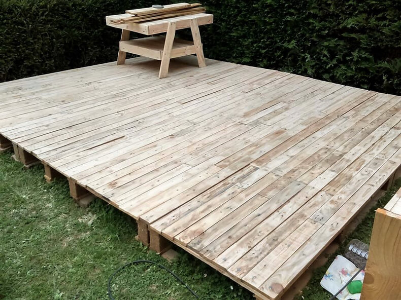 garden terrace out of wood pallets