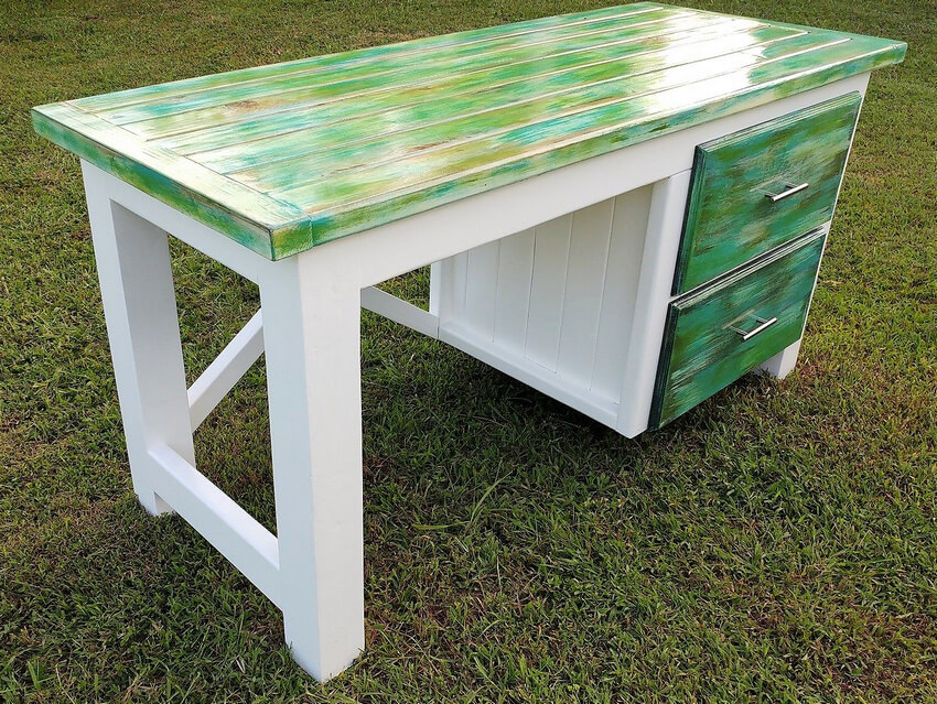 pallets desk idea